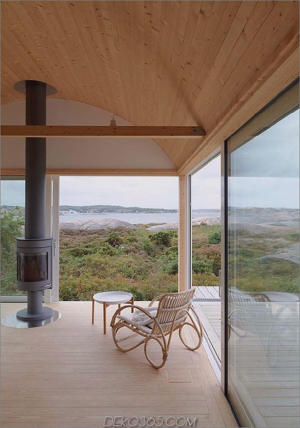 Wellblech-Strandhäuser-mit-Holz-Interieur-13-Sitting-Room.jpg
