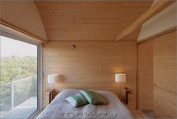 Wellblech-Strandhäuser-mit-Holz-Interieur-15-bedroom.jpg