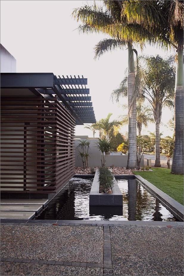 Glas-Stahl-Renovierung-mit-Schlafzimmer-Brücke-12-front-pool.jpg