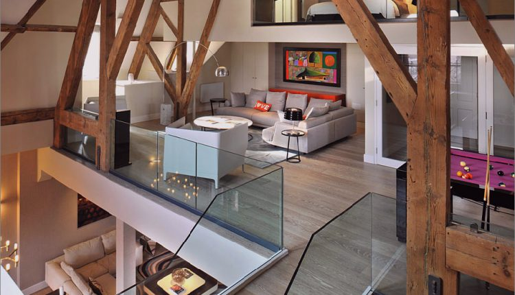Gotisches Penthouse mit modernen Oberflächen und farbigen Akzenten_5c58f563080ed.jpg
