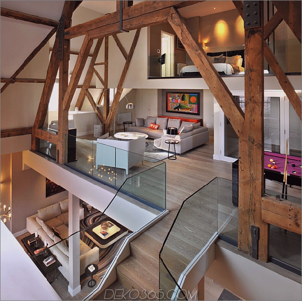 gotisches Penthouse mit modernen Oberflächen und farbigen Akzenten belebt 1 thumb 630xauto 49177 Gotisches Penthouse mit modernen Oberflächen und farbigen Pops wiederbelebt