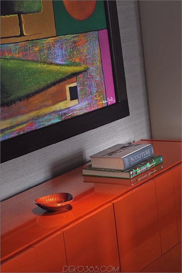 Gothic-Penthouse-belebt-mit modernen Oberflächen und Pop-of-Color-8.jpg