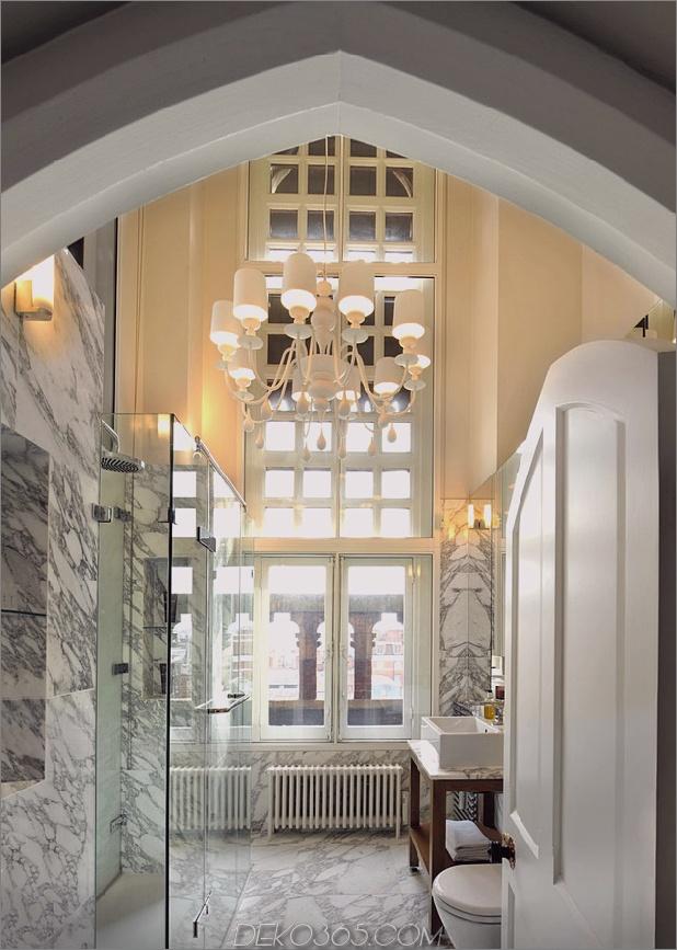 Gothic-Penthouse-wiederbelebt-mit modernen Oberflächen und Pop-of-Color-14.jpg