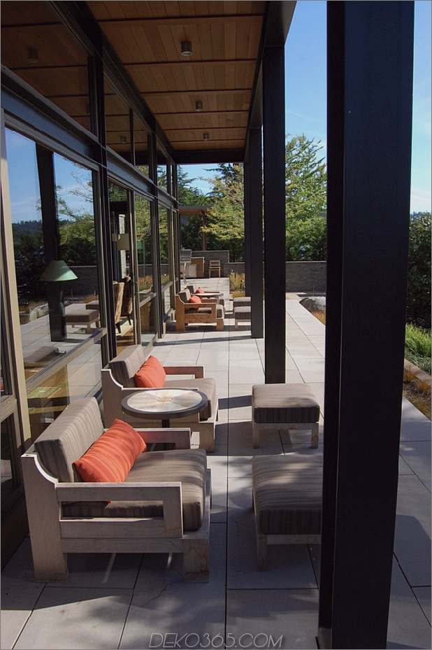 grand-glass-lake-house-with-fold-steel-frame-10.jpg