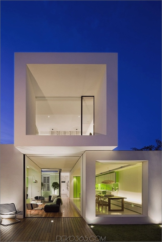 6-minimalist-home-outdoors-inside-color-green.jpg