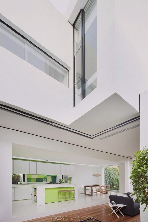 15-minimalist-home-outdoors-inside-color-green.jpg
