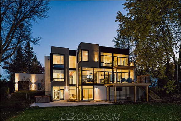 Haus im modernen Stil mit Glaswänden am Flussufer Aussicht 1 Haus im zeitgenössischen Stil mit Blick auf die Natur: Glaswände und Blick auf den Fluss