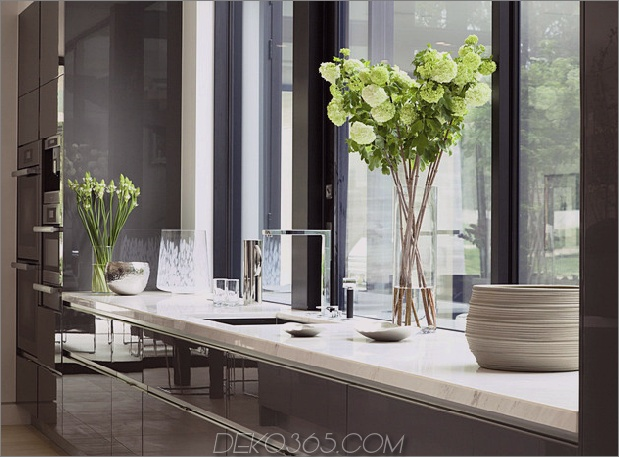 home-glass-screen-water-features-einganghof-16-sink.jpg
