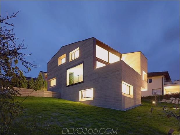 Hanghaus-mit-Holz-Look-Beton-Abdeckung-3-hinten-links-Abend-Winkel.jpg