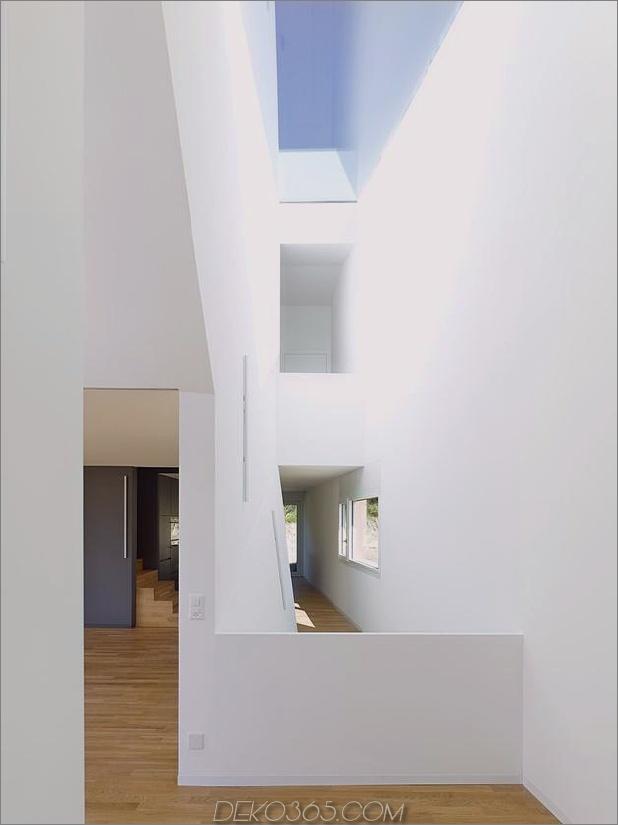 Hanghaus-mit-Holz-Look-Beton-Verkleidung-16-look-back.jpg