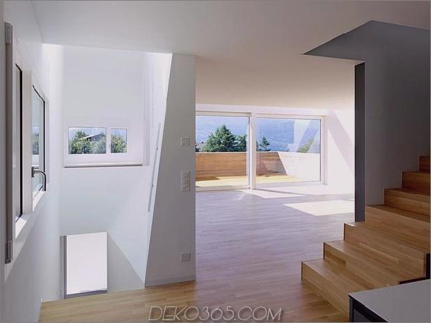 Hanghaus-mit-Holz-Look-Beton-Bedeckung-19-Wohnzimmer-far.jpg