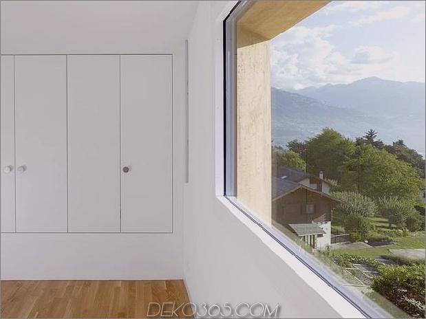 Hanghaus-mit-Holz-Look-Beton-Verkleidung-23-Schlafzimmer-Lagerung.jpg