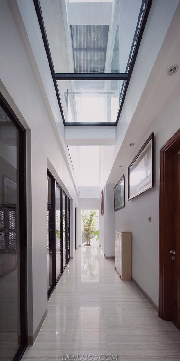 11-Flur-Glasböden-Decken-Haus.jpg