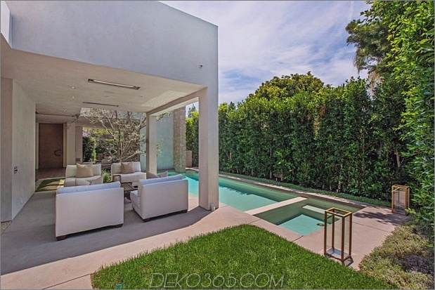 Haus-mit-ebenen-Decks-umgeben von Gärten-5-Hot-Tub-Ecke.jpg