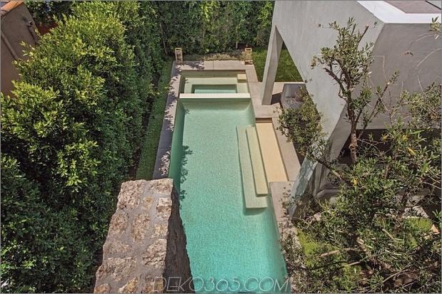 Haus mit mehrstufigen Decks umgeben von Gärten_5c598d7206565.jpg