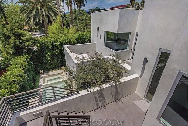 Haus mit mehrstufigen Decks umgeben von Gärten_5c598d72776a9.jpg