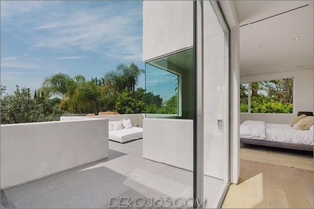 Haus mit mehrstufigen Decks umgeben von Gärten_5c598d748e014.jpg