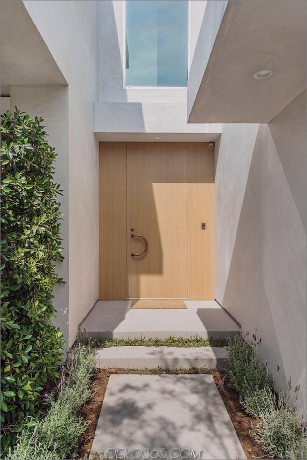 Haus mit mehrstufigen Decks umgeben von Gärten_5c598d77ace25.jpg