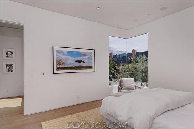 Haus-mit-ebenen-Decks-umgeben von Gärten-46-Schlafzimmer-Ecke-Fenster.jpg