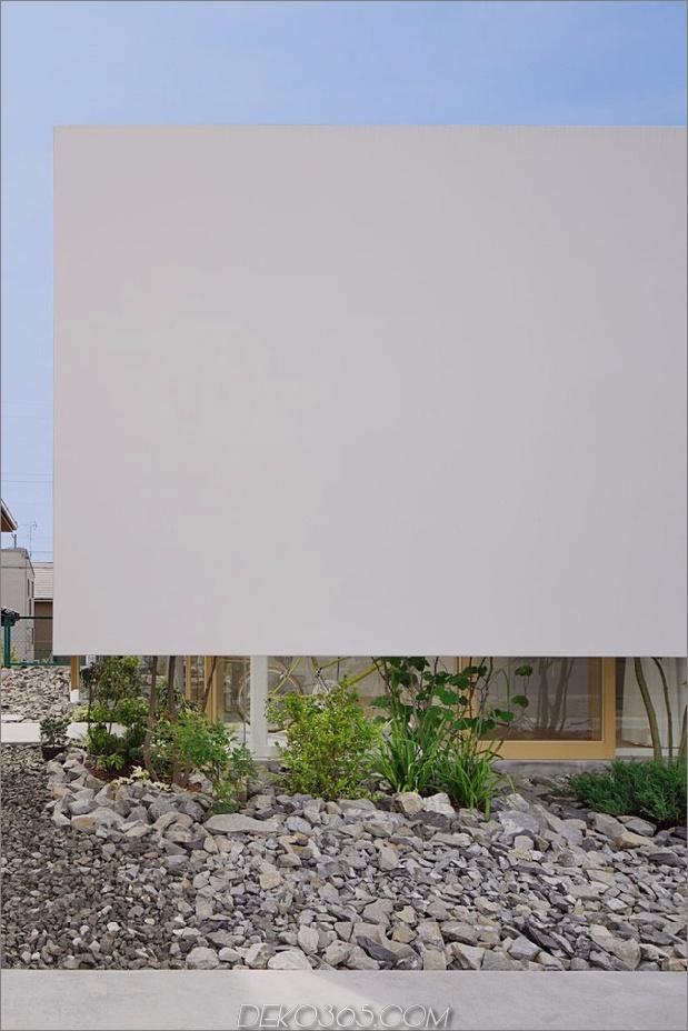 Haus-mit-schwimmende-Fassade-Glas-Wände-und-Innenhof-3.jpg
