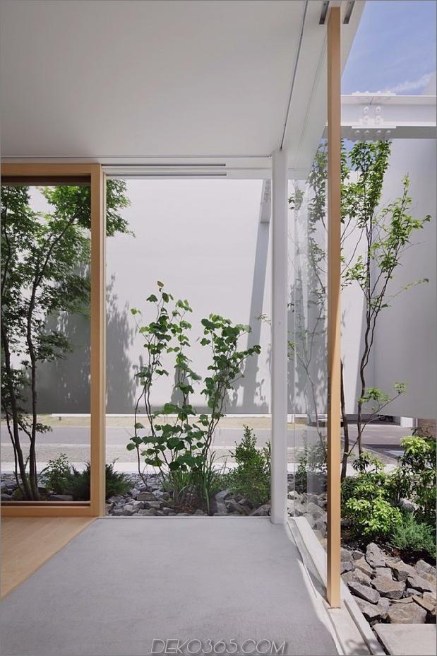 Haus-mit-schwimmende-Fassade-Glas-Wände-und-Innenhof-6.jpg