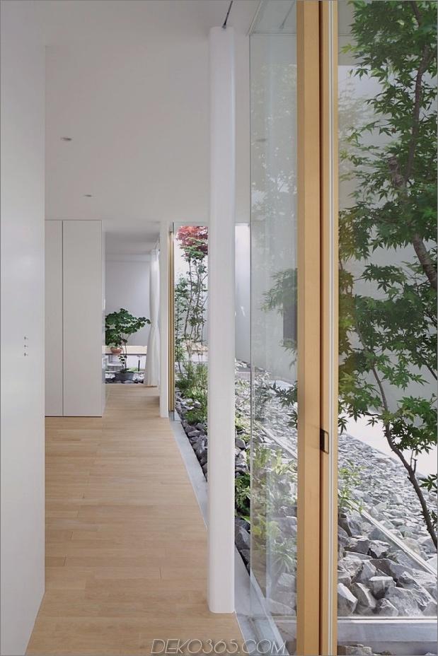 Haus-mit-schwimmende-Fassade-Glas-Wände-und-Innenhof-7.jpg