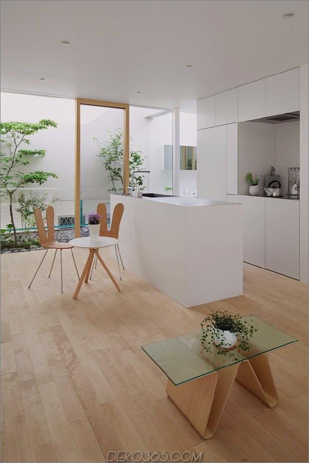 Haus-mit-schwimmende-Fassade-Glas-Wände-und-Innenhof-8.jpg
