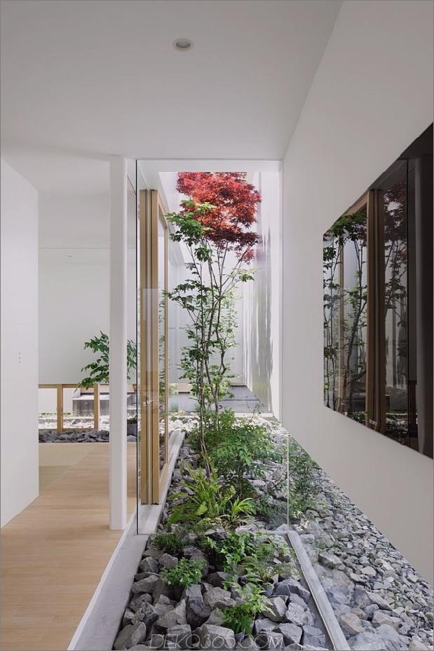Haus-mit-schwimmende-Fassade-Glas-Wände-und-Innenhof-11.jpg