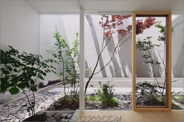 Haus-mit-schwimmende-Fassade-Glas-Wände-und-Innenhof-12.jpg
