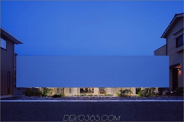 Haus-mit-schwimmende-Fassade-Glas-Wände-und-Innenhof-14.jpg