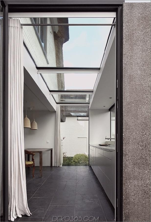 Haus-mit-Stroh-Dach-6-Addition-Tür.jpg