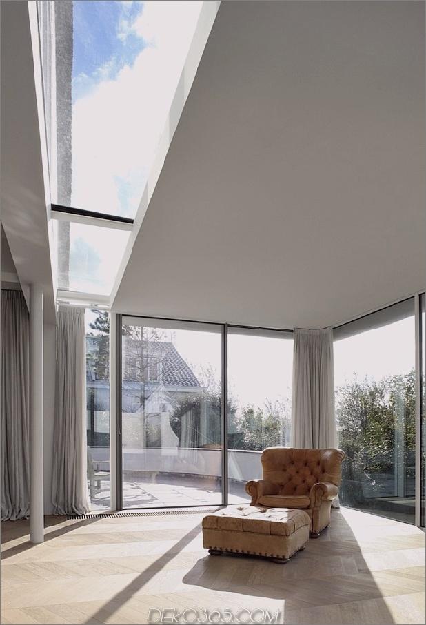 Haus-mit-Stroh-Dach-11-Wohnzimmer-Winkel.jpg