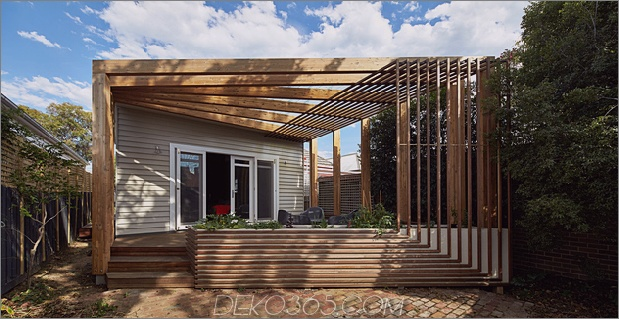 1 Haus zusätzlich dreieckiges Deck schwarz Mühlwerk Daumen 630xauto 64592 Hausrenovierung fügt ungewöhnliche Decks und Regale hinzu