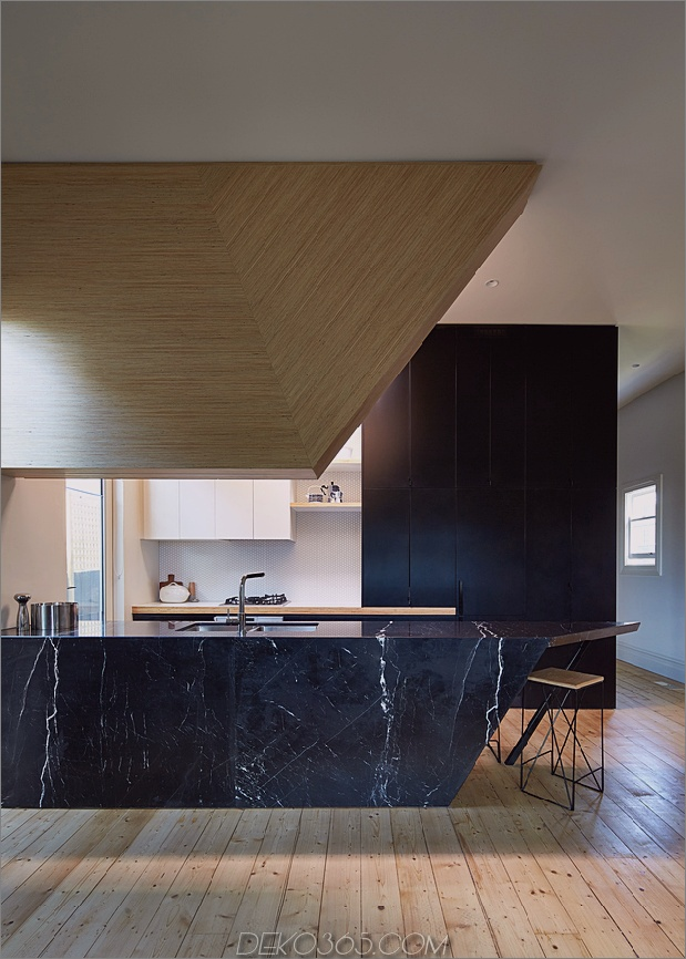 7-Haus-Addition-Dreieck-Deck-schwarz-millwork.jpg