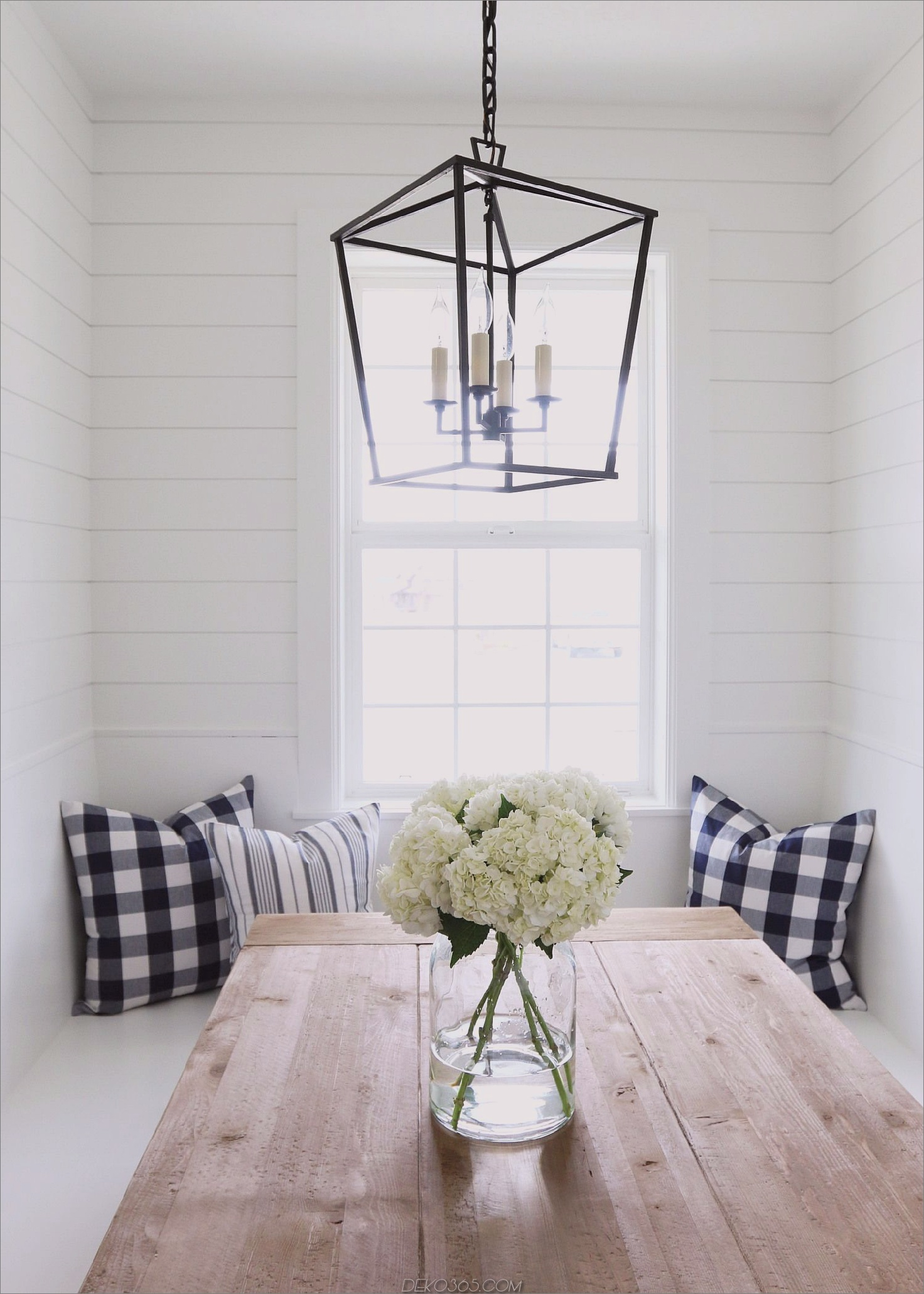 Weißes Esszimmer mit Laterne Bright White Dining Rooms