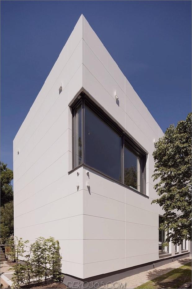 comtemporary-urban-house-with-timber-innere-struktur-3-street-corner.jpg