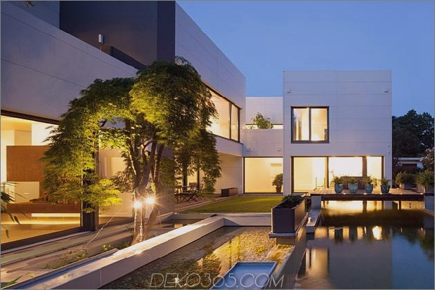 comtemporary-urban-house-with-timber-innerstruktur-5-landscaping.jpg