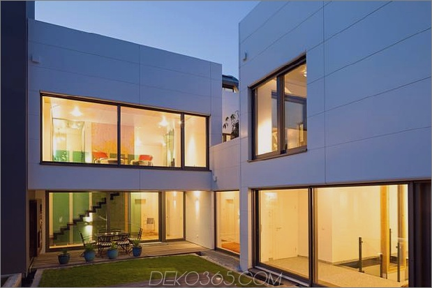 comtemporary-urban-house-with-timber-innere-struktur-6-wings-corner.jpg