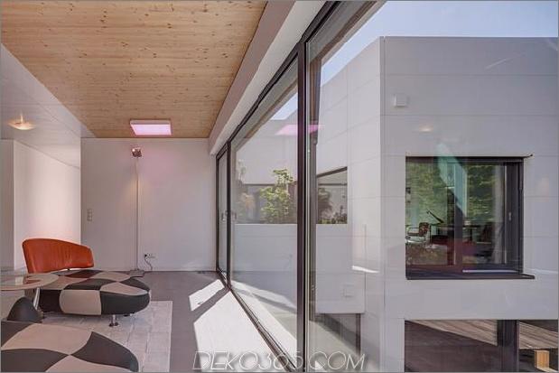 Zeitgenössisches Stadthaus-mit-Holz-Innenstruktur-19-upstairs-lounge.jpg