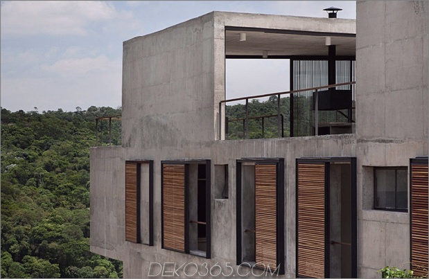 alfresco-house-with-courtyard-glass-walls-and-concrete-interiors-2.jpg