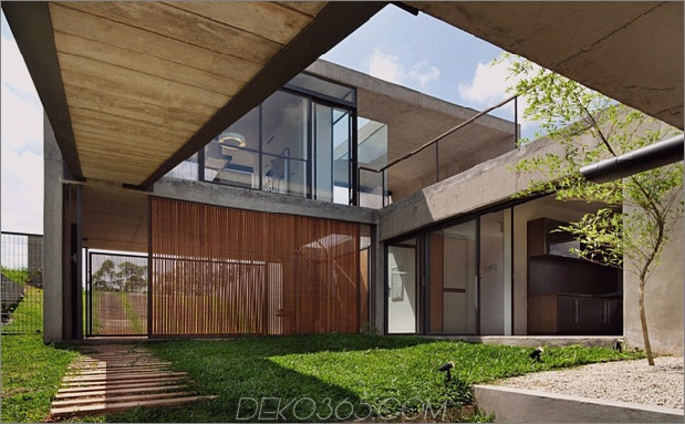 alfresco-house-with-courtyard-glass-walls-and-concrete-interiors-3.jpg