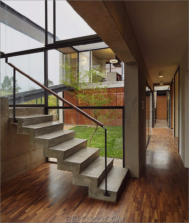 alfresco-house-with-courtyard-glass-walls-and-concrete-interiors-6.jpg
