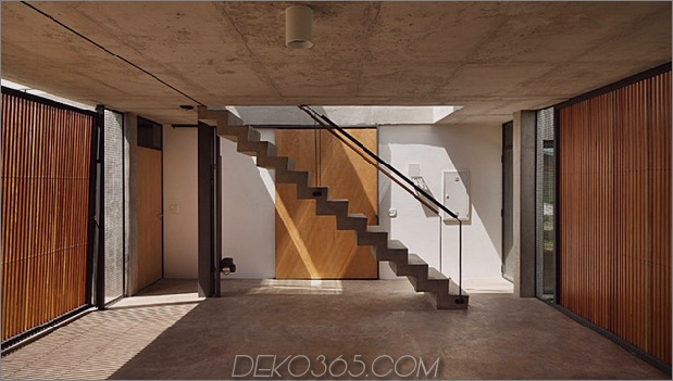 alfresco-house-with-courtyard-glass-walls-and-concrete-interiors-7.jpg