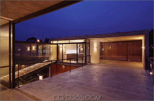 alfresco-house-with-courtyard-glass-walls-and-concrete-interiors-8.jpg