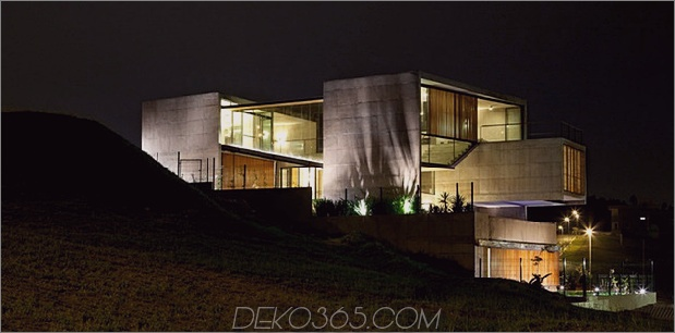 alfresco-house-with-courtyard-glass-walls-and-concrete-interiors-11.jpg