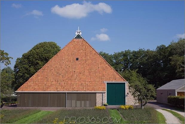 historische-holländische-Farm-Gebäude-Hide-Modern-Homes-4-main-house-closed.jpg