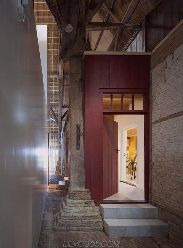 historische-holländische Farmgebäude-Hide-Modern-Homes-12-old-door.jpg