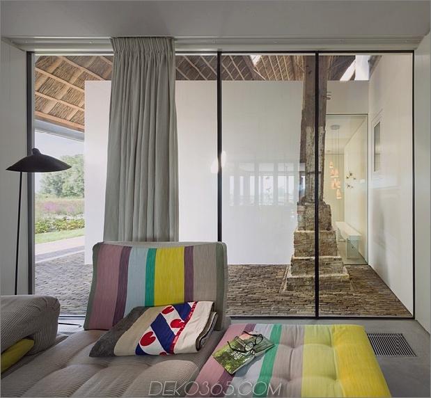 Historisch-Holländisch-Bauernhäuser-Verstecken-Moderne-Häuser-14-Wohnzimmer-Fenster.jpg