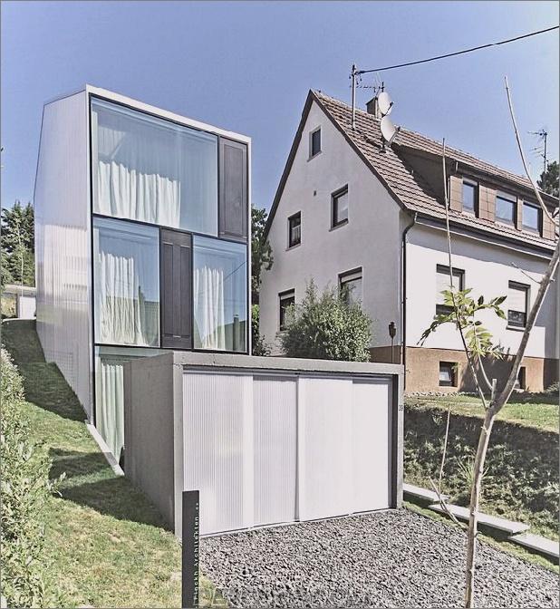 hohes minimalistisches Haus aus Hanglage, gebaut aus Beton 1 unten thumb autox684 41732 Großes, minimalistisches Haus aus Hanglage, gebaut aus Beton
