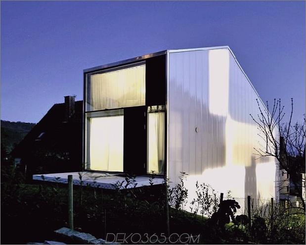 hoch-minimalistisch-Hanghaus-aus-Beton-3-Nacht-Panels gebaut.jpg
